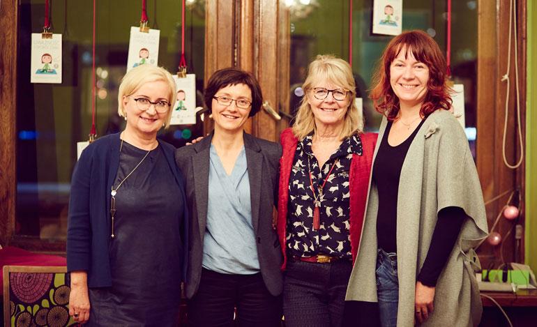 od lewej: Agnieszka Marszałek, która użyczyła głosu do ćwiczeń na CD, Jolanta Tadeusiak – redaktorka merytoryczna, Eline Snel – autorka, Blanka Łyszkowska – wydawczyni